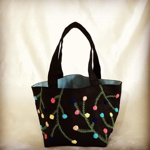 Iloilo flower embroidery of mini bag (black)