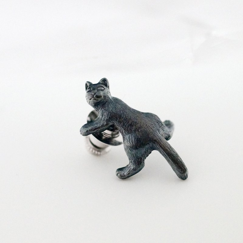 Turn around cat pin brooch Black cat