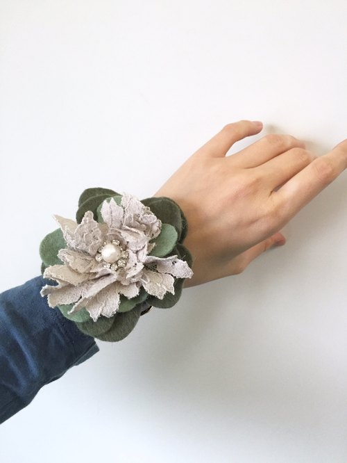 [ Bluesy Mod ] --- Leather Watch Strap Bangle with Lace & Petals . 皮革手表带手镯 | 蕾丝与花瓣 (BWS4)