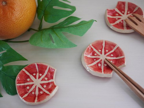 Fruit chopstick rest [Pink grapefruit] / cutlery rest of fruits 【pink grapefruit】