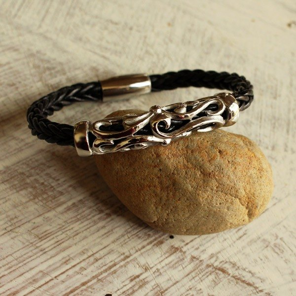 Majestic Braided Bracelet (6 mm.) - Genuine Cow Leather Bracelet - Black