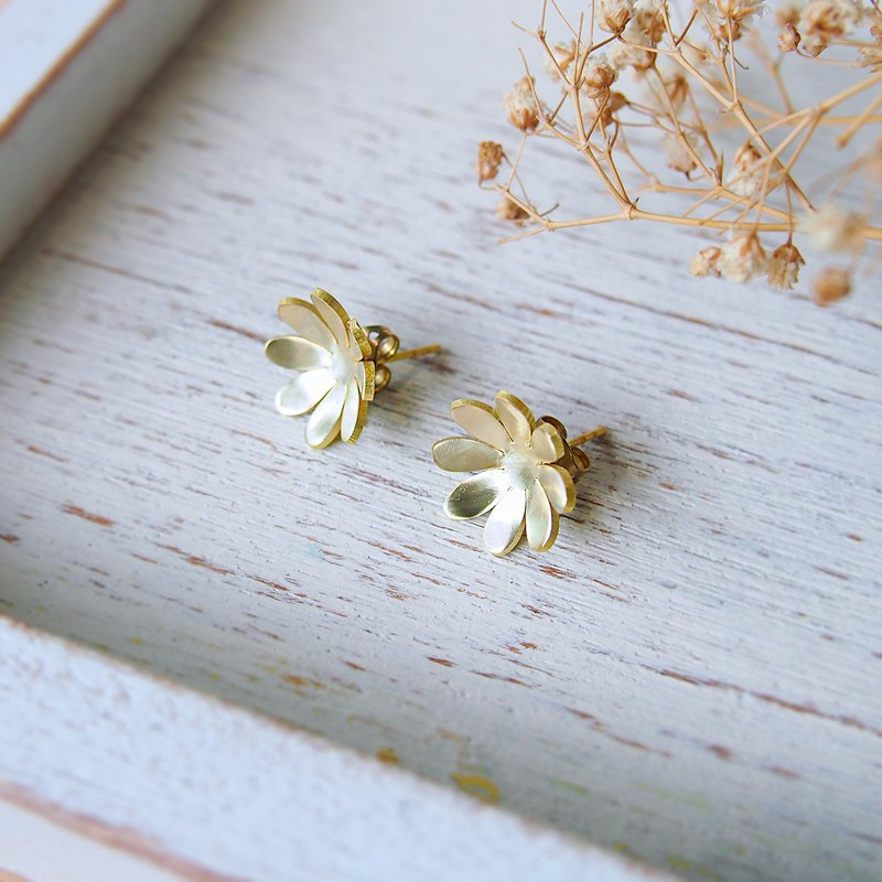 Hanabi flower brass earrings (Hand made)