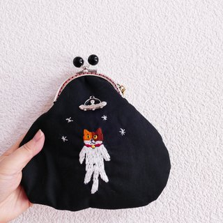 Embroidery catchy cat catfoot cat taken to UFO cat