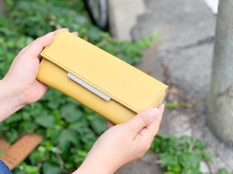 OVER Feelings and money luck are both yellow and gray. Over flap long wallet Good-looking Nume leather OFW–YHH–YYH–H