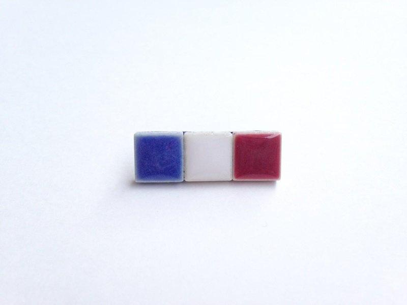 French flag pin badge