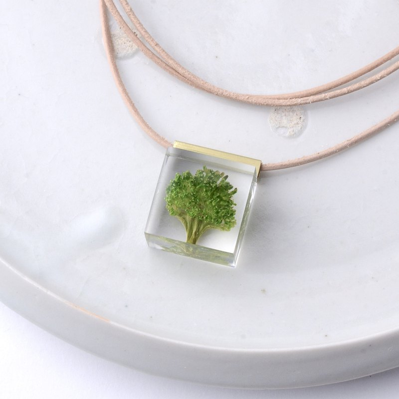 Broccoli necklace leather / vegetables / resin / cow nume leather