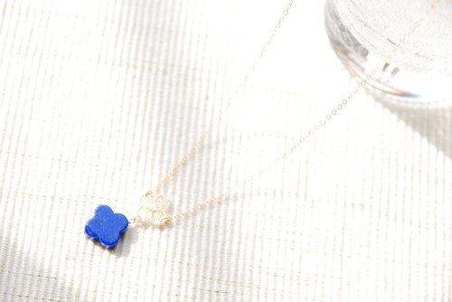 Lace and lapis lazuli flower necklace (14 kgf)