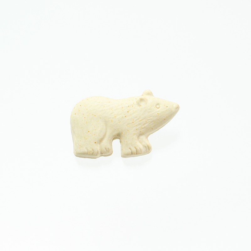 Pottery brooch bear (creation)