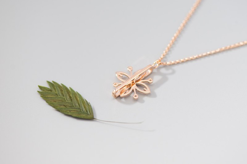 Floral Spiral Necklace 旋转花项链