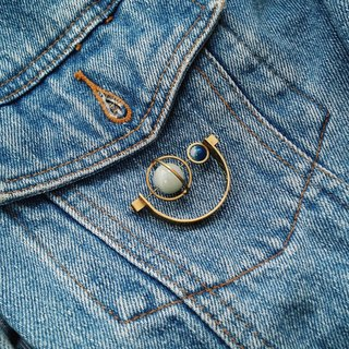 [Mush] Half Moon Brooch 半月扣针