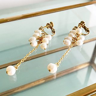 Shaking freshwater pearl earrings / earrings