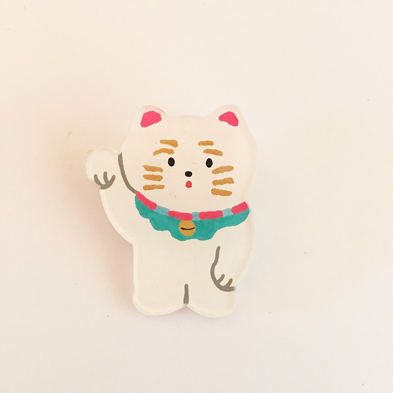 Invitation cat pavan brooch