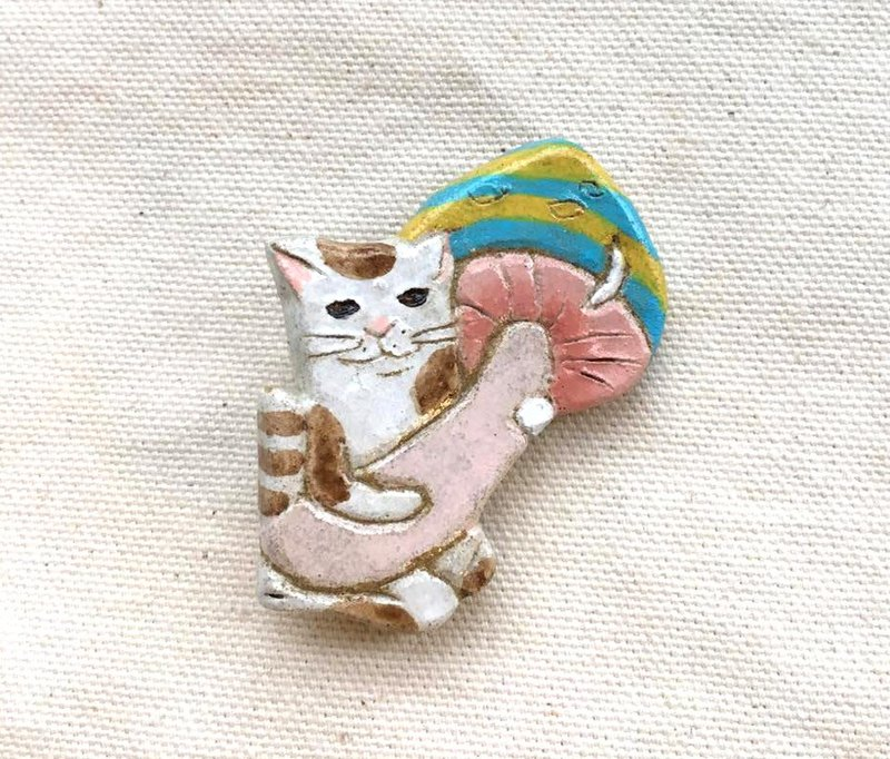 Cute mushroom china brooch