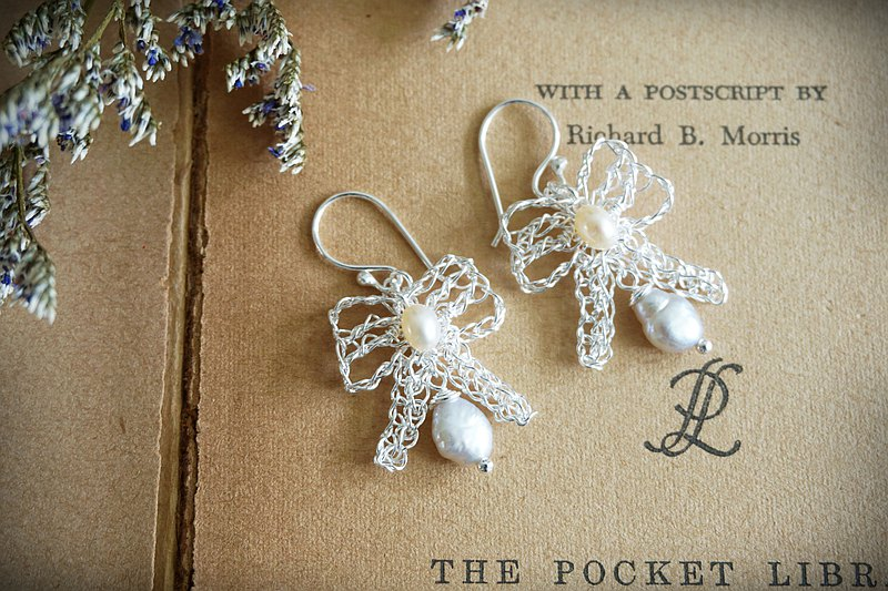 Sweet Ribbon - silver lace earrings