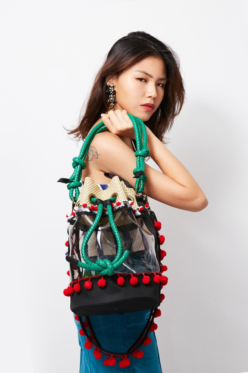 'BUCKET' Drawstring Beach Bucket Bag in Hill Black (Black/Green)