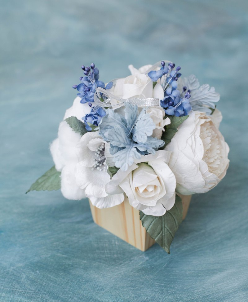 FROZEN Paper Flower Wooden Table Flowers Pot
