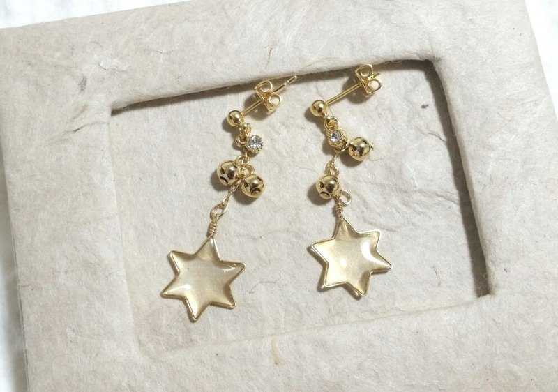 twinkle star pierced earrings or clip-on earrings