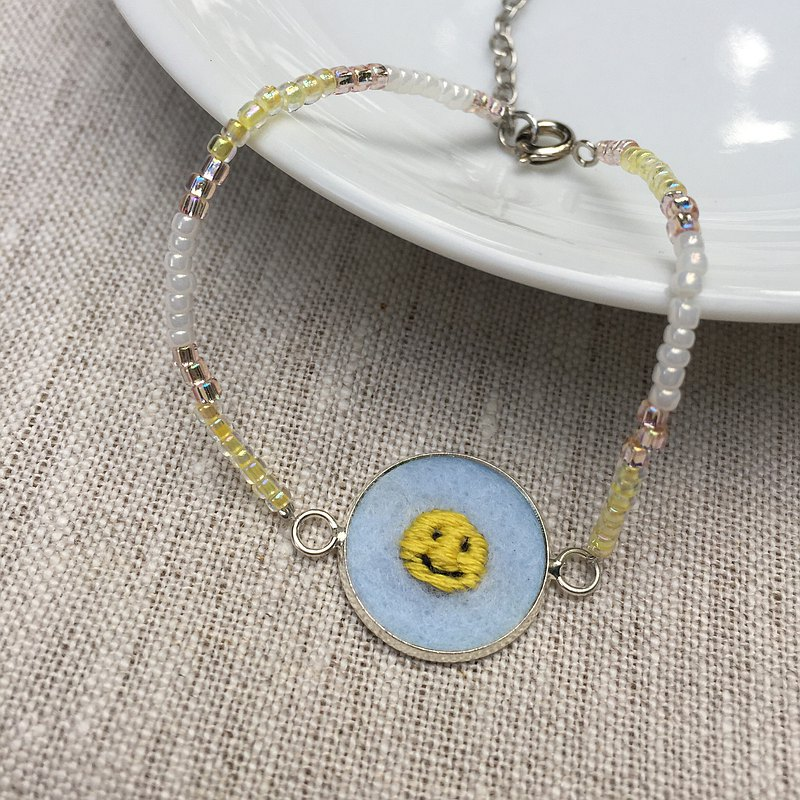beads bracelet with SMILEY hand embroidery pendant