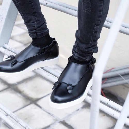 Placebo Black Buckle platform