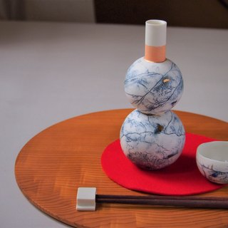 porcelain blue feeling sake bottle2