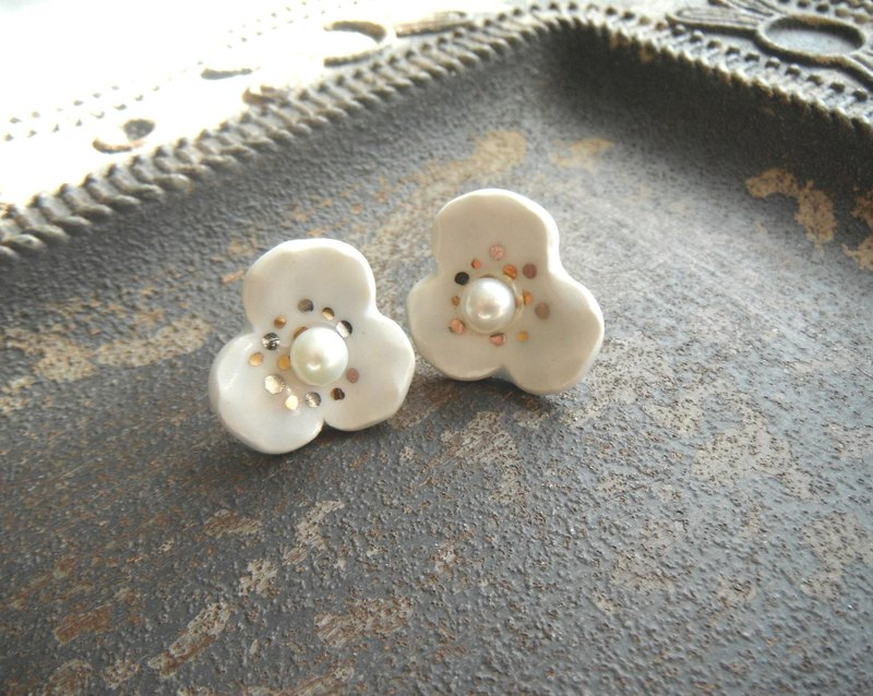 Flower earrings / earrings and pansy