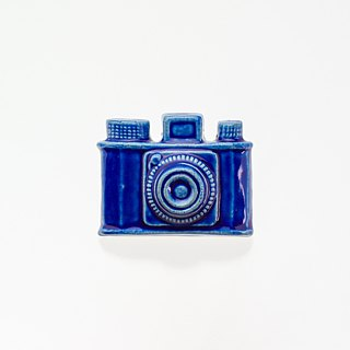 Pottery brooches camera (cobalt)