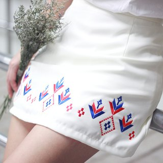 DOKKAEW Skirt (White with red)
