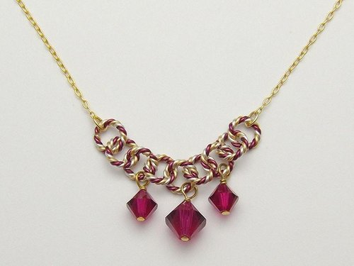 Swarovski 3-grain necklace (Burgundy)