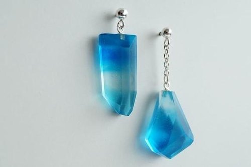 Umino Dangle SEA GLASS earrings m