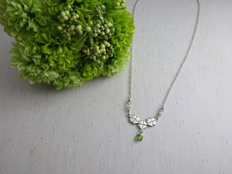Smiley Triple Clover Necklace