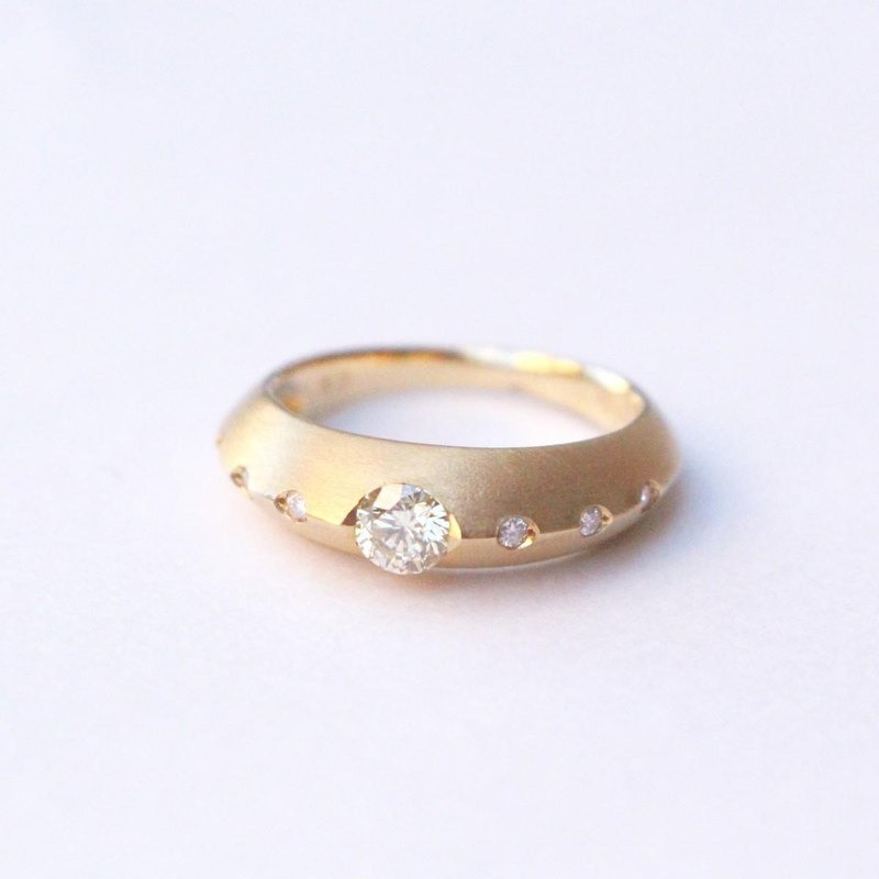 K18 diamond moonlight ring