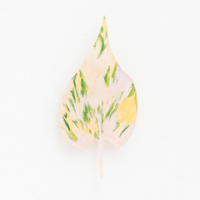 Copy picture brooch [leaf]