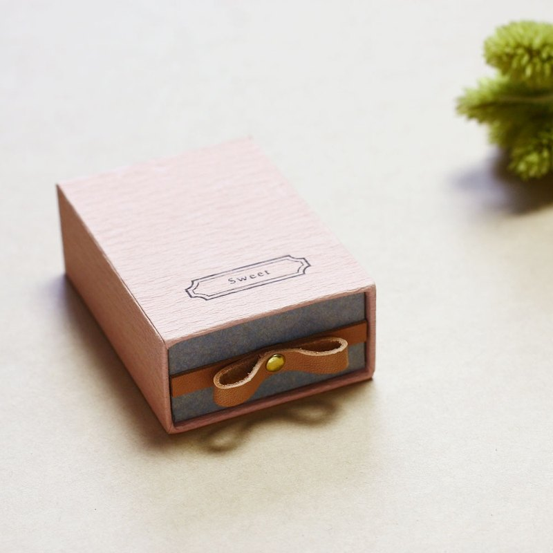 Sweet // Sakura pink) Sliding Box Leather ribbon small box to convey the feelings
