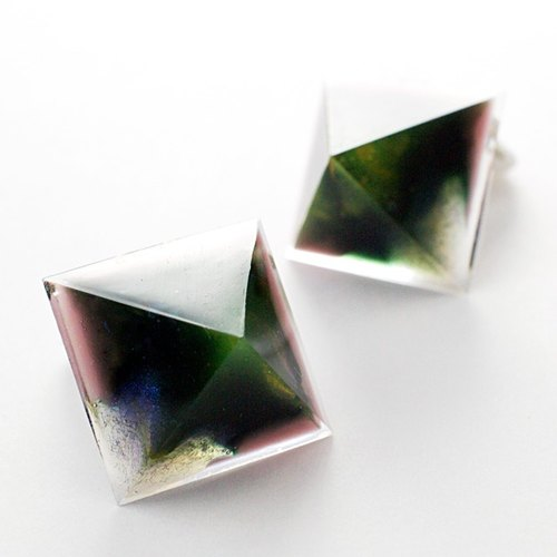 Pyramid earrings (disorderly)