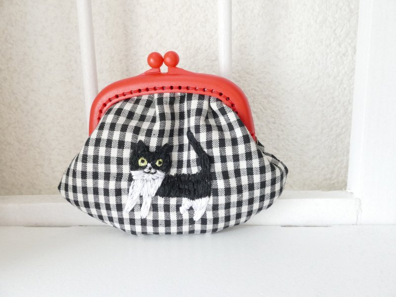 Embroidery's Wing Gingham Check Hachiware Cat