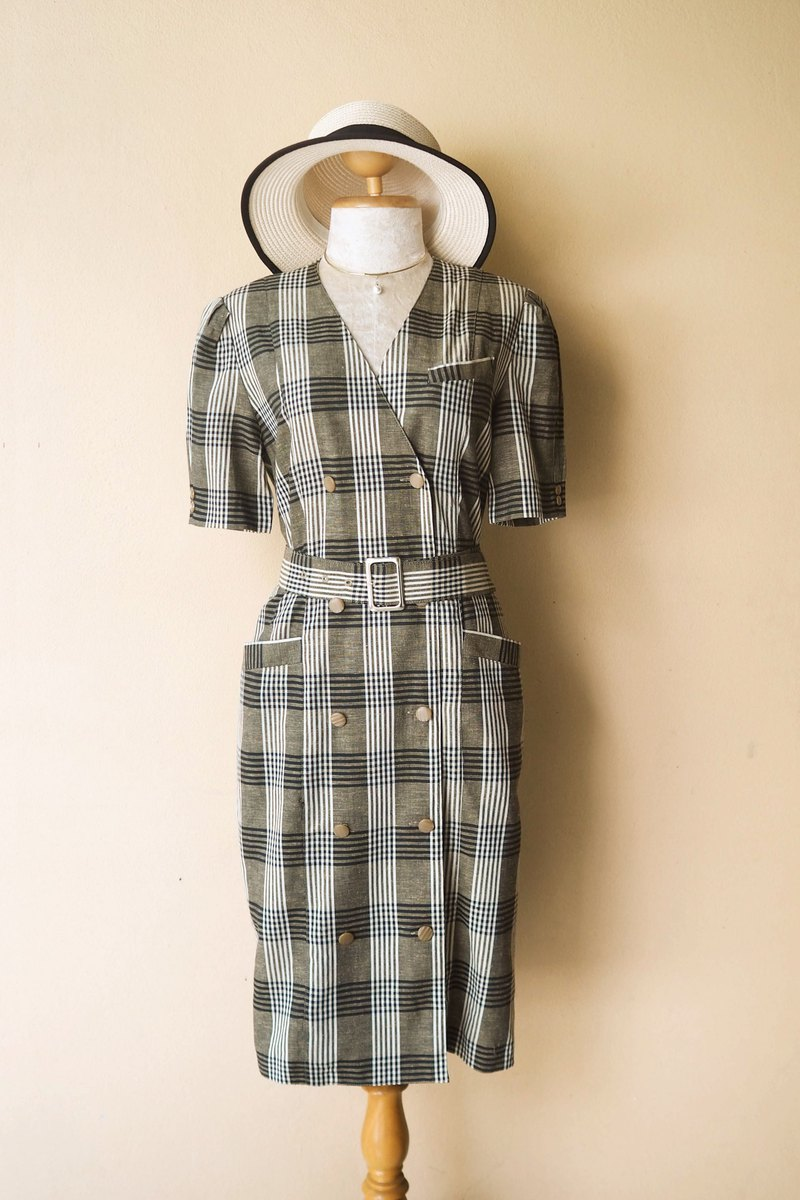 Vintage Plaid dress in Coat-pattern with Belt