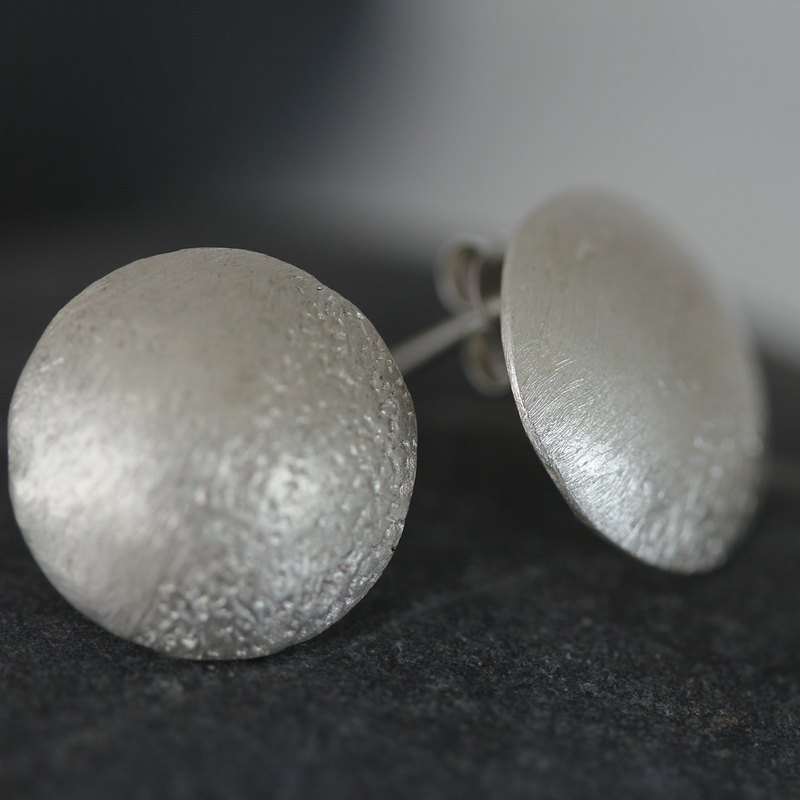 Textured silver full circle concave studs (E0183)