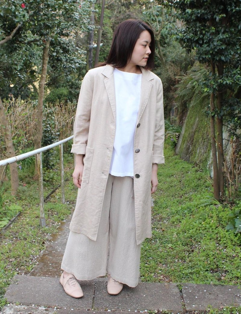 Tailored collar coat of linen canvas