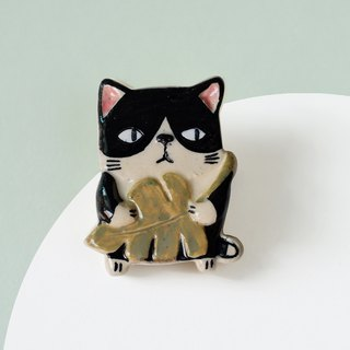 Cat and a leaf - Purr Cat Brooch of porcelain