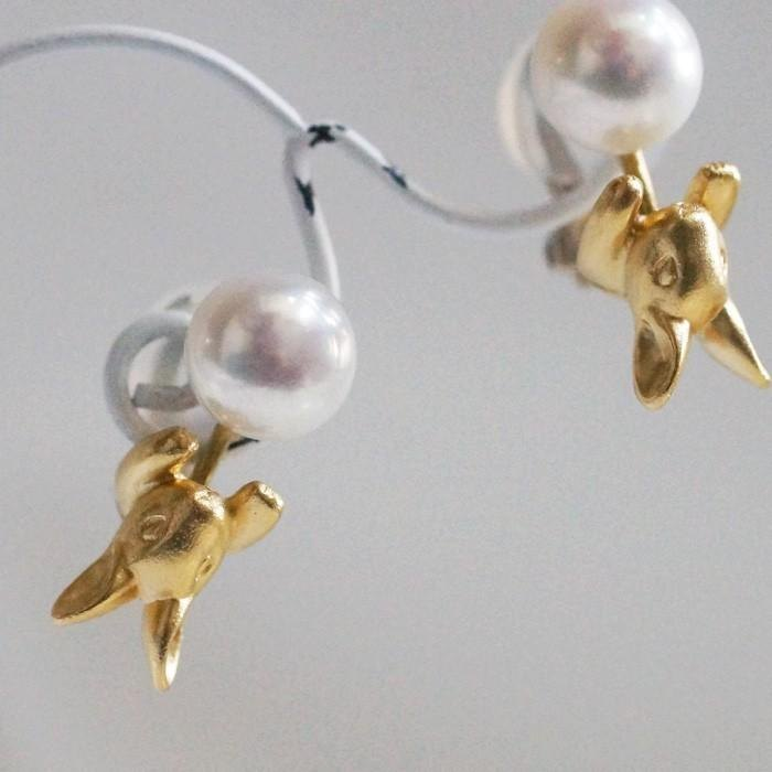 Pearl and rabbit earrings matte gold one ear