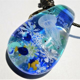 Shimashima jellyfish and tropical fish bag charm dragonfly glass key holder