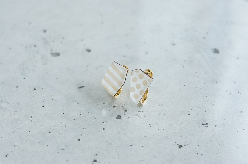 Fragrance earrings / white