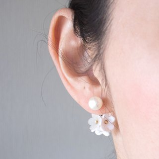 Freshwater pearl and flower backcatch earrings / white