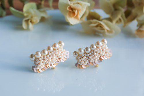 Pearl scallop earrings pink