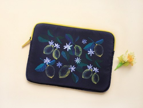 With Alice / 15inch pouch_Navy lemon