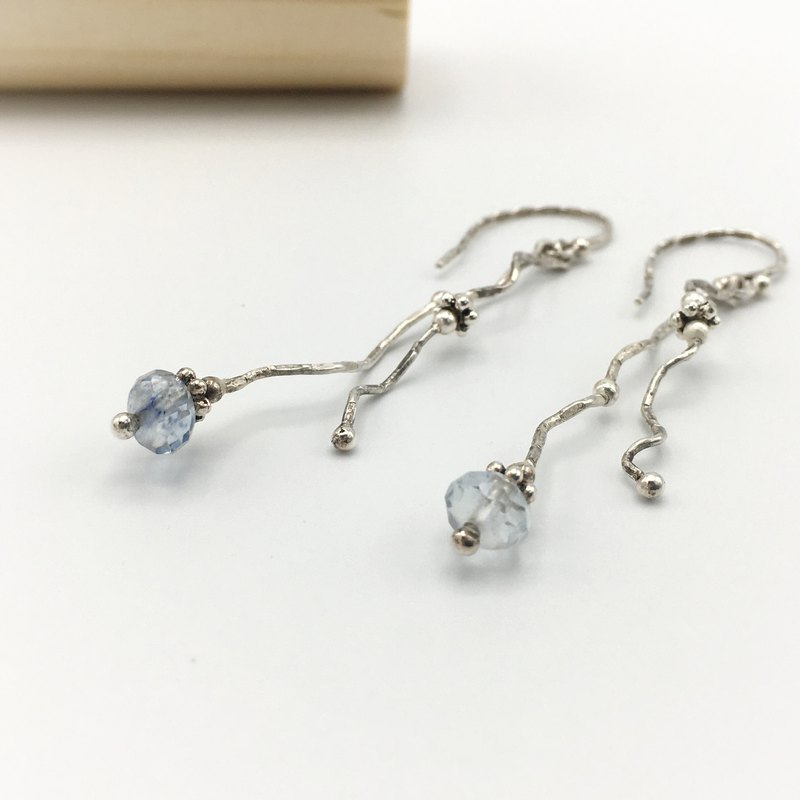 Hand formed 925 silver wire drop earrings, hammered surface with blue stone