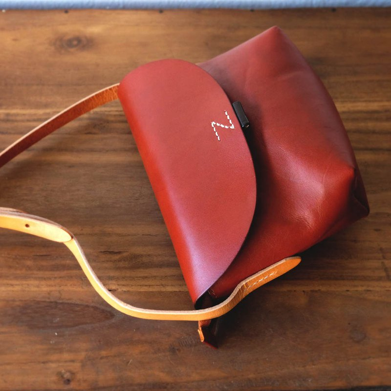 Small Leather Bag in Red Brown / Shoulder Messenger Bag