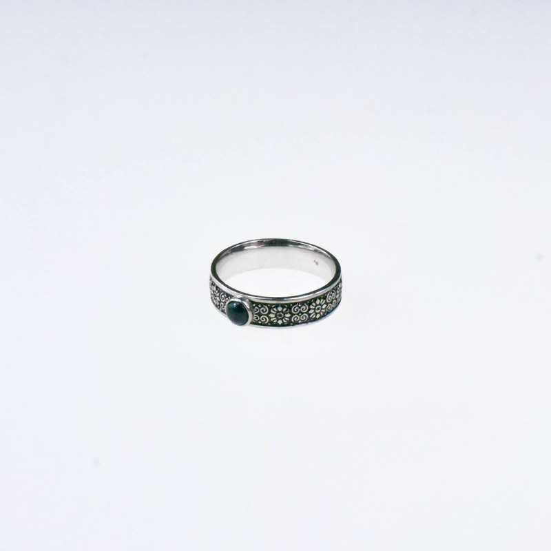 Outer Band Ring with Round Black Opal 4 mm