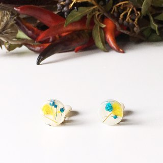 Stud earrings contained Yellow and Blue Babys breath (12 mm)