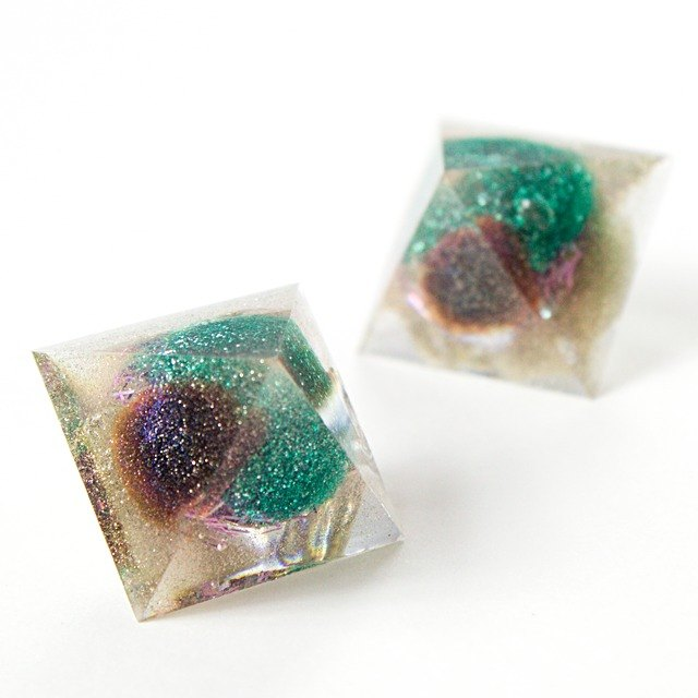 Pyramid dome earrings (nightmare)